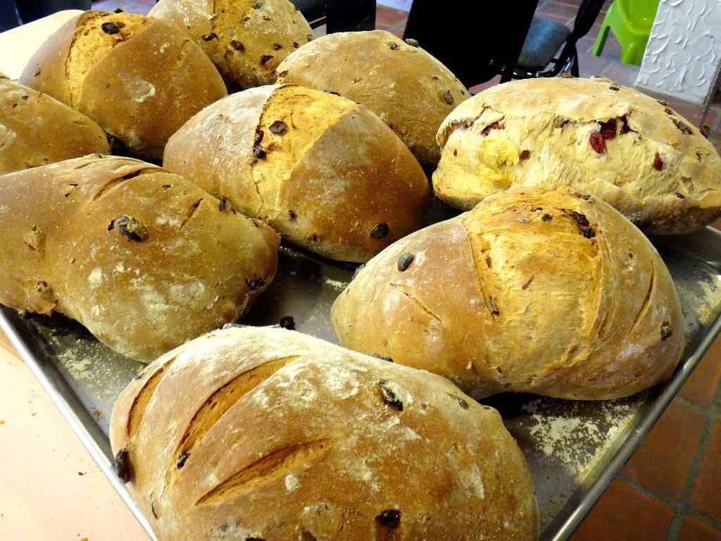 陽明山上最幸福的美味!皮酥脆內柔軟的「窯烤麵包」